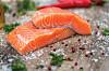 HJERNEMAT: Laks og egg er eksempler på matvarer som inneholder viktige næringsstoffer hjernen din trenger. Visste du at hjernen din også er helt avhengig av glukose?  Foto: Shutterstock / Maksym Poriechkin